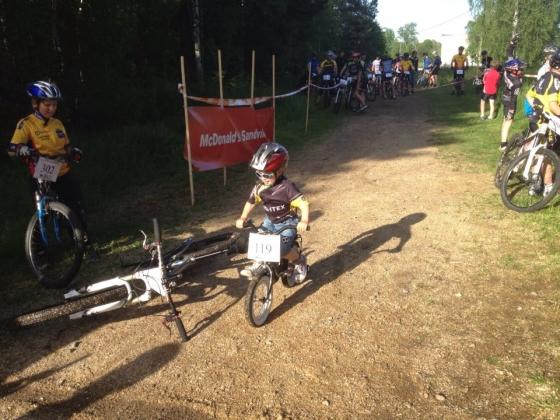 Hugo Palmberg trampar i mål på Gästrikecupen i Storvik